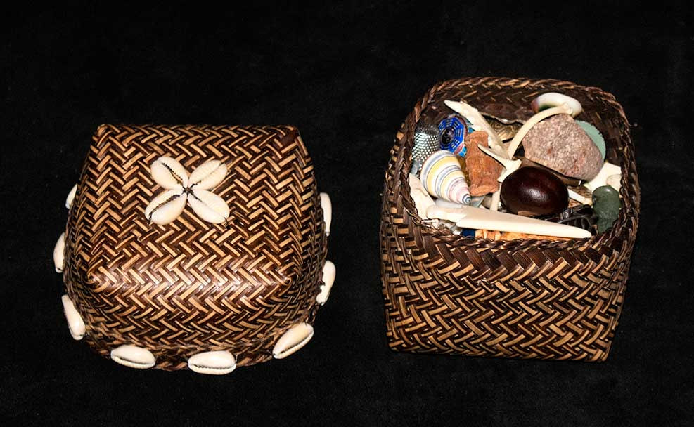 Small basket for travel set